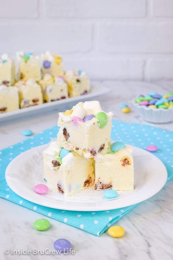 Marshmallow M&M's Fudge - colored candies and marshmallows add a fun taste and texture to this easy fudge. Use different colors to make this work for different parties, events, or holidays! #fudge #whitechocolate #marshmallow #nobake #easyrecipe