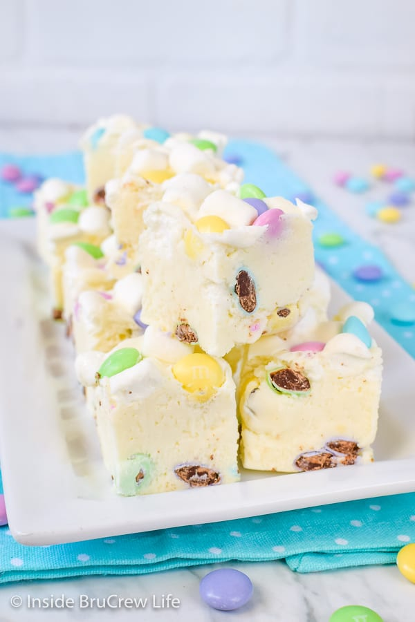 Marshmallow M&M's Fudge - use your favorite color of candies to make this fudge for every party, event, or holiday! This easy recipe always disappears in a hurry! #fudge #whitechocolate #marshmallow #nobake #easyrecipe