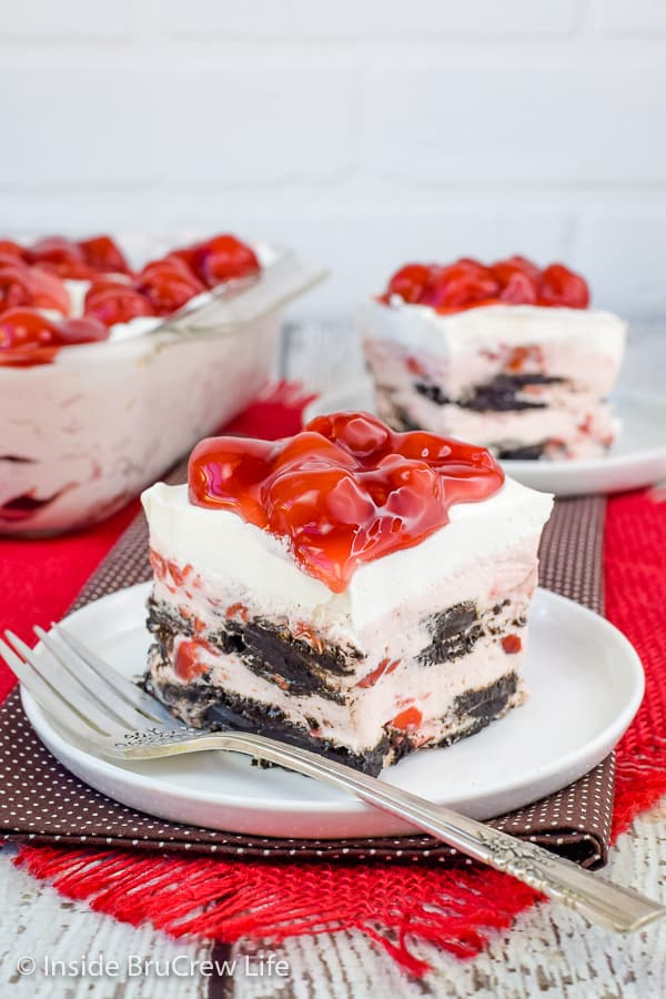 Cherry Oreo Icebox Cake - dark chocolate Oreos and cherry cheesecake makes the layers of this icebox cake so good. Make this easy recipe for a cool dessert on a hot day! #iceboxcake #cherry #oreo #darkchocolate #nobake
