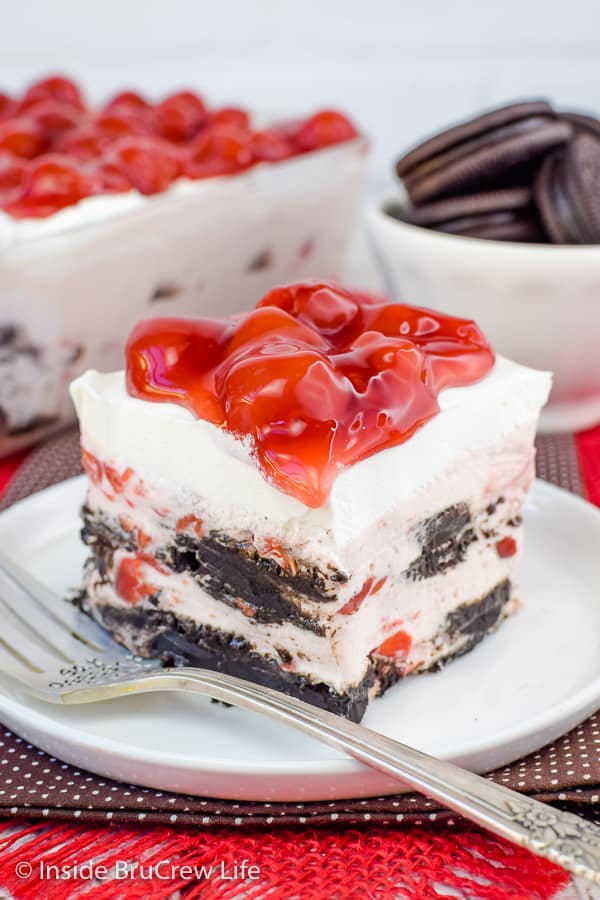 Cherry Oreo Icebox Cake - this easy icebox cake has layers of no bake cheesecake and dark chocolate cookies. Try this easy recipe when it is too hot to bake this summer! #iceboxcake #cherry #oreo #darkchocolate #nobake