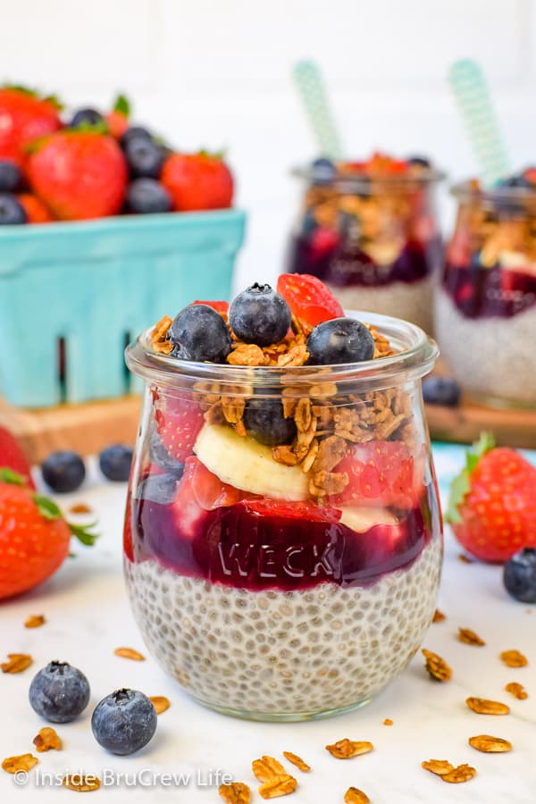 Chia Seed Pudding Parfaits - fresh fruit, granola, and creamy chia pudding is a delicious breakfast choice. Make a few jars of this easy recipe and grab one each day of the week. #chiapudding #healthy #pudding #fruitparfaits