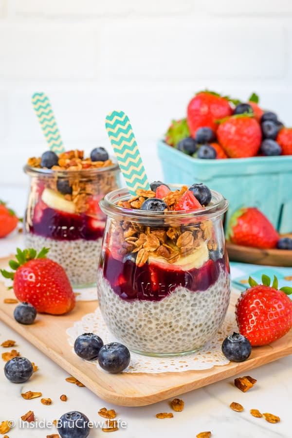 Chia Seed Pudding Parfaits - easy chia pudding, fruit, and granola layered in a jar or bowl makes a delicious and healthy breakfast or treat. Make this easy recipe to snack on all week. #chiapudding #healthy #pudding #fruitparfaits