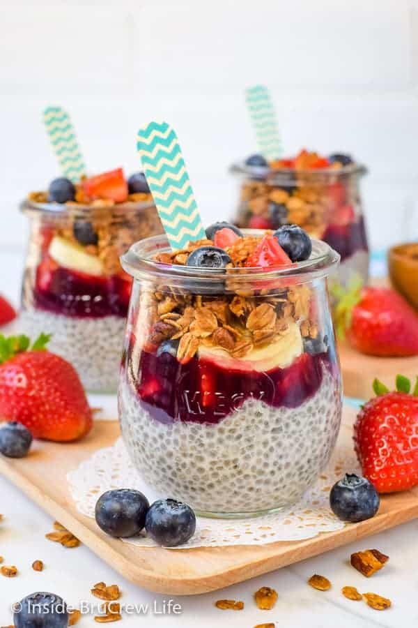 Chia Seed Pudding Parfaits - layers of creamy chia pudding, fresh fruit, and crunchy granola makes a delicious and healthy breakfast choice. Make a big batch and eat it for breakfast all week long. #chiapudding #healthy #pudding #fruitparfaits