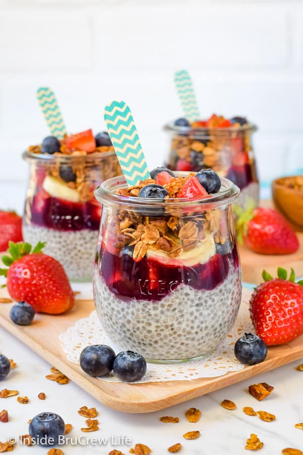 Chia Seed Pudding Parfaits - this creamy and healthy pudding layered with fruit, preserves, and granola makes a great breakfast or snack. Make this easy recipe for grab and go treats for the week. #chiapudding #healthy #pudding #fruitparfaits