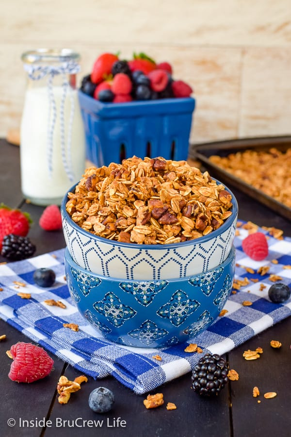 Honey Nut Granola - honey and nuts make this homemade granola taste amazing. Great snack mix to add to yogurt or chia pudding for breakfast! #granola #homemade #breakfast #snackmix #honeynut