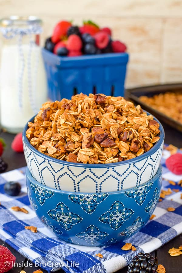 Honey Nut Granola - this easy crunchy cereal is delicious served with milk. Try it with yogurt and fruit for a delicious breakfast parfait. Easy recipe to make for breakfast! #granola #homemade #breakfast #snackmix #honeynut