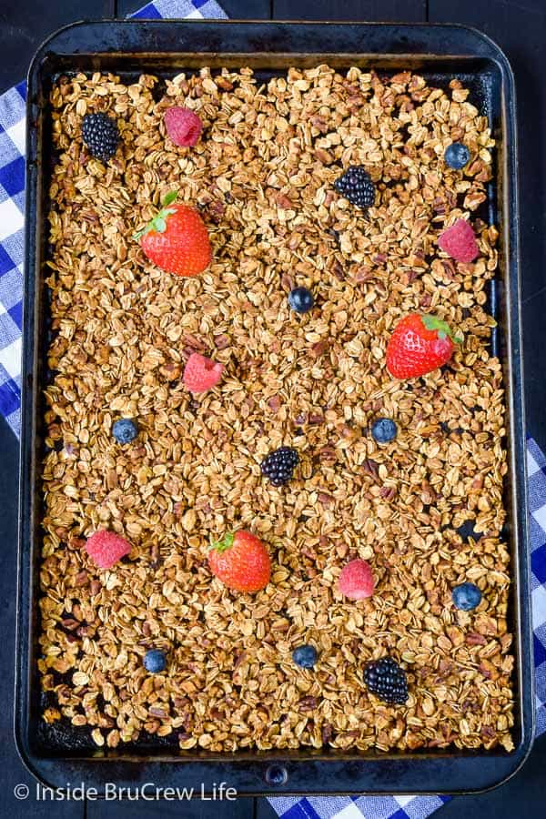 Honey Nut Granola - honey and pecans give this easy cereal a delicious flavor and crunch. Enjoy this easy cereal with milk, yogurt, or chia pudding! #granola #homemade #breakfast #snackmix #honeynut
