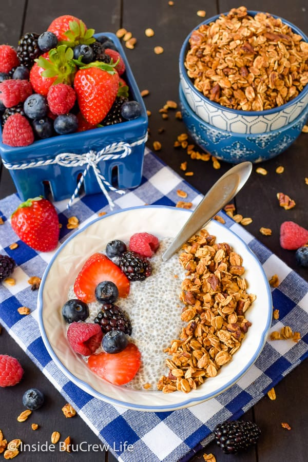 Honey Nut Granola - this sweet homemade granola is delicious served with milk, yogurt, or chia pudding. Great recipe to make for breakfast! #granola #homemade #breakfast #snackmix #honeynut