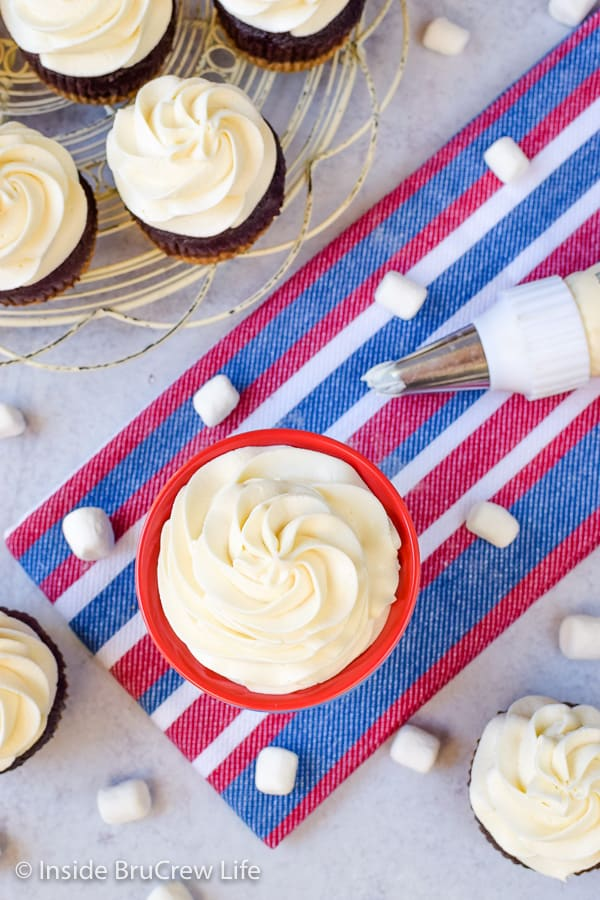 Marshmallow Buttercream Frosting - creamy homemade buttercream frosting is perfect for spreading on cupcakes, cakes, brownies, or cookies! #frosting #marshmallow #buttercream