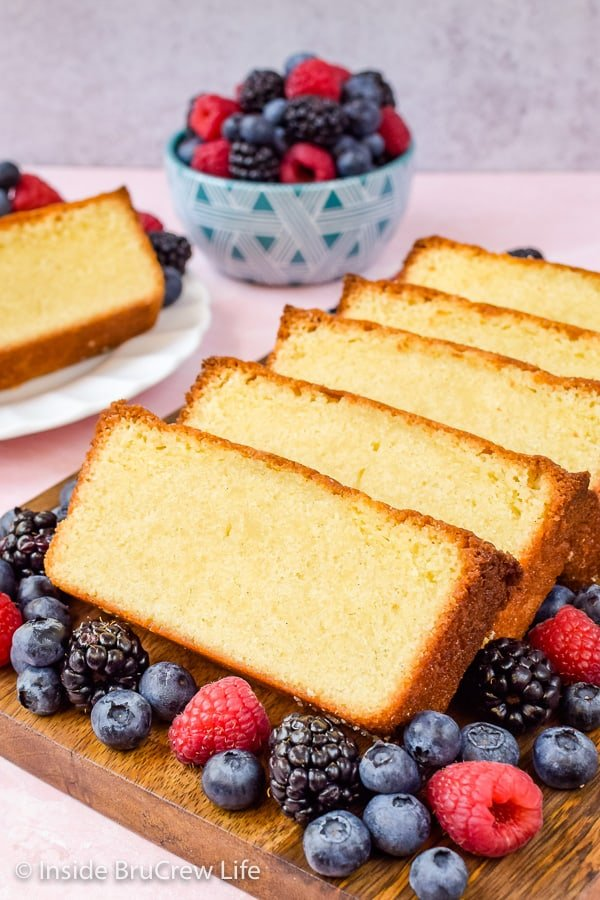 Best Vanilla Bean Pound Cake - this easy and dense cake is loaded with vanilla bean specks. Easy recipe to make and share with whipped cream and fresh fruit! #poundcake #vanillabean #summerdessert #homemade #easyrecipe