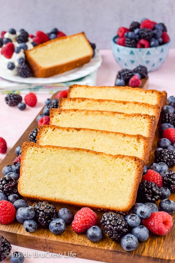 Best Vanilla Bean Pound Cake - this sweet and buttery cake has a dense yet light texture that tastes amazing when served with fresh fruit and whipped cream. Easy recipe for summer parties! #poundcake #vanillabean #summerdessert #homemade #easyrecipe