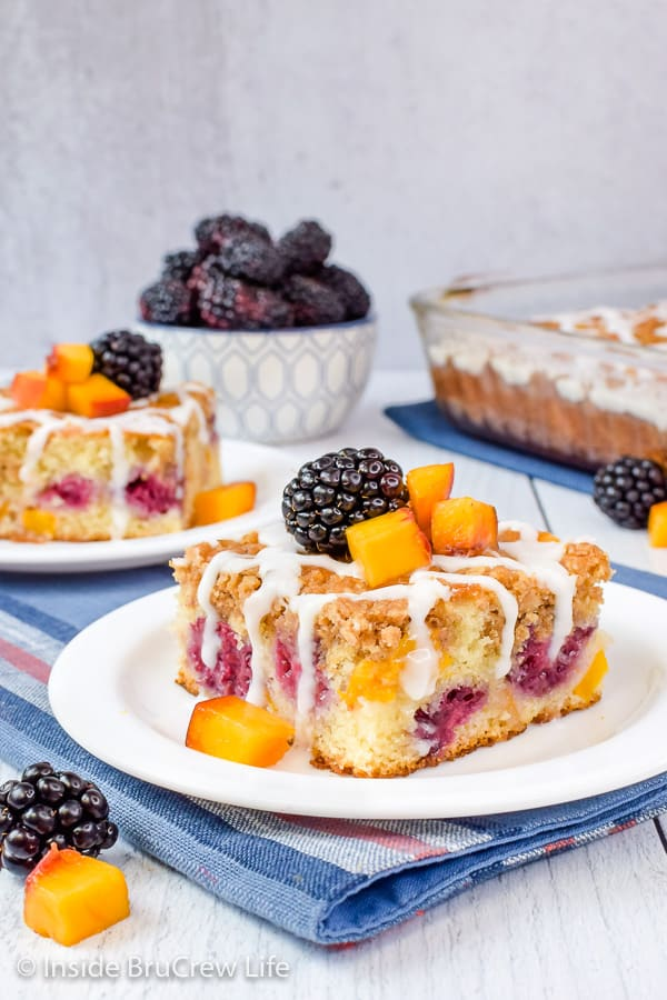 Peach Blackberry Coffee Cake - fresh peaches and blackberries add a sweet flavor to this easy streusel topped coffee cake. Make this recipe for breakfast or brunch. #coffeecake #breakfast #blackberry #peach