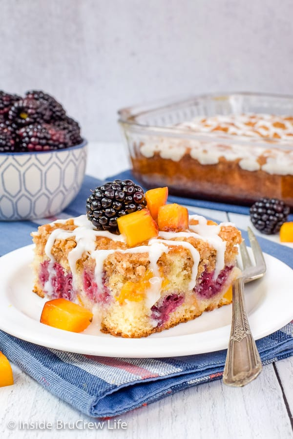 Peach Blackberry Coffee Cake - fresh blackberries and peaches add a sweet fruit flavor to this easy coffee cake. Try this easy recipe for breakfast or brunch! #coffeecake #breakfast #blackberry #peach