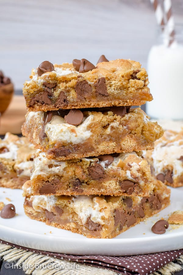 S'mores Swirled Blondies - adding chocolate chips, graham crackers, and swirls of marshmallow to a tradition blonde brownie makes it the best dessert! It's an easy recipe to make for bake sales and parties! #smores #blondies #blondebrownies #marshmallow
