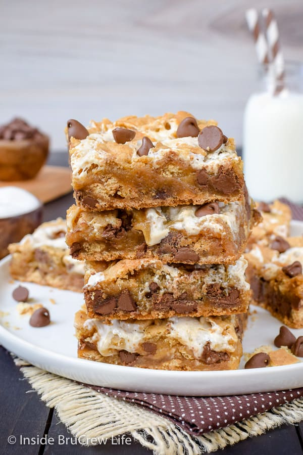 S'mores Swirled Blondies - adding chocolate, marshmallow, and graham crackers turns this blonde brownie into an amazing dessert. Try this easy recipe for dessert or bake sales! #smores #blondies #blondebrownies #marshmallow
