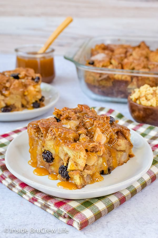 Easy Apple Bread Pudding - apples, raisins, and walnuts add a delicious flavor and texture to this easy bread pudding. Try this recipe for breakfast or dessert this fall. #apple #breadpudding #fall #dessert