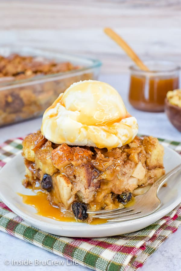 Easy Apple Bread Pudding - serve this warm bread pudding with caramel and vanilla ice cream. This easy recipe is the perfect fall dessert! #apple #breadpudding #fall #dessert