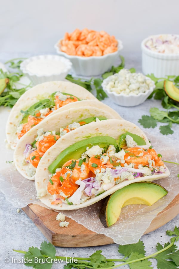 Easy Buffalo Shrimp Tacos - easy shrimp tacos filled with your favorite toppings makes an easy and delicious dinner on busy nights. #tacos #buffaloshrimp #shrimptacos #tacotuesday