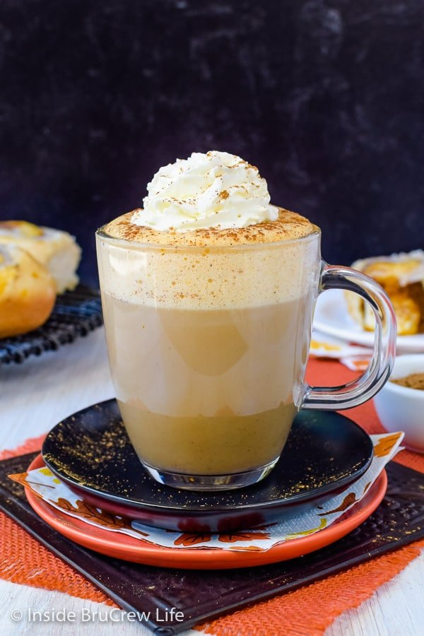 Sugar Free Vegan Pumpkin Spice Latte - save time and money this fall by making your own homemade pumpkin latte at home. Using sugar free syrup and soy milk keeps it healthy and delicious! #pumpkinspice #latte #vegan #sugarfree #coffee #fall
