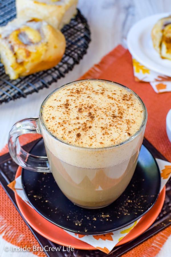 Sugar Free Vegan Pumpkin Spice Latte - adding sugar free syrup and soy milk keeps this homemade pumpkin spice latte healthy and delicious! Easy recipe for chill fall mornings! #pumpkinspice #latte #vegan #sugarfree #coffee #fall