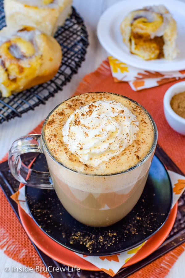 Sugar Free Vegan Pumpkin Spice Latte - using a sugar free syrup and soy milk makes this homemade latte delicious and healthy! Great recipe to make this fall to save you time and money! #pumpkinspice #latte #vegan #sugarfree #coffee #fall