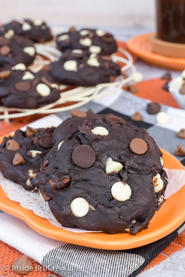 Triple Chip Chocolate Pumpkin Cookies - soft chocolate pumpkin cookies loaded with three kinds of chocolate chips make the best fall cookie. #cookies #pumpkin #chocolatechip #fallbaking