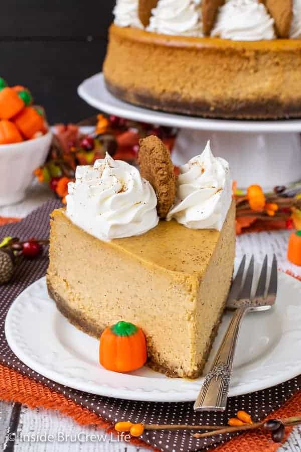 Best Pumpkin Cheesecake - this homemade pumpkin cheesecake with a gingersnap crust is creamy, rich, and delicious. Make this easy recipe for Thanksgiving dinner and watch it disappear. #cheesecake #pumpkin #pumkpinspice #gingersnapcookies #thanksgiving #holiday #dessert