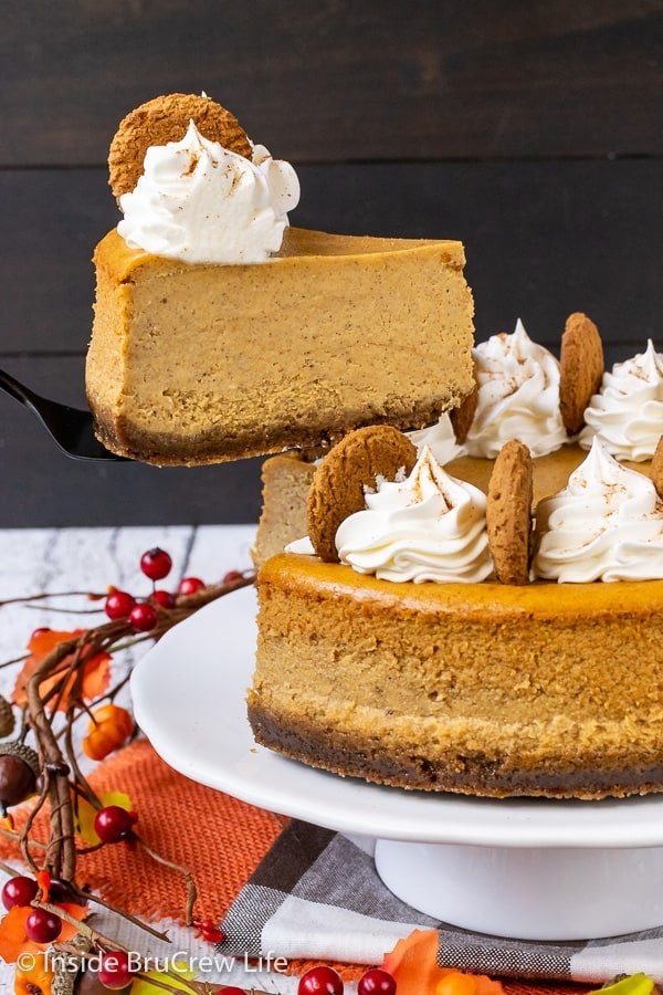 Best Pumpkin Cheesecake - this creamy pumpkin spice cheesecake with a gingersnap crust is so rich and delicious. Make this easy recipe for Thanksgiving dinner this year. #cheesecake #pumpkin #pumkpinspice #gingersnapcookies #thanksgiving #holiday #dessert