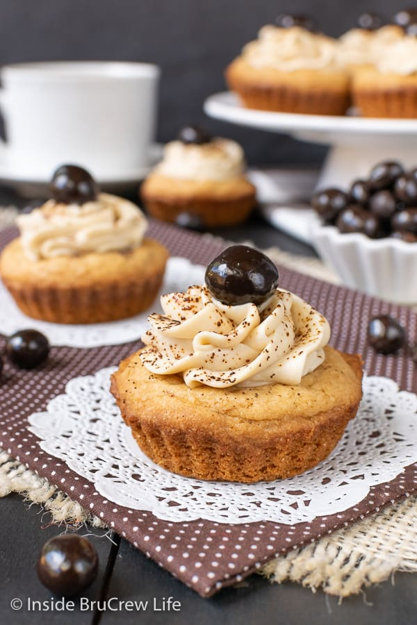 Tiramisu Cookie Cups - a creamy coffee filling makes these little sugar cookie cups a fun treat for coffee lovers. #cookiecups #tiramisu #coffee #cookies #espressowhippedcream