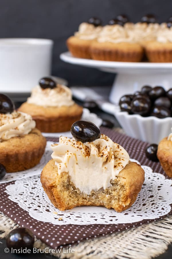 Tiramisu Cookie Cups - these little sugar cookie cups are filled with a creamy coffee filling. Great recipe to make when you are craving tiramisu. #cookiecups #tiramisu #coffee #cookies #espressowhippedcream