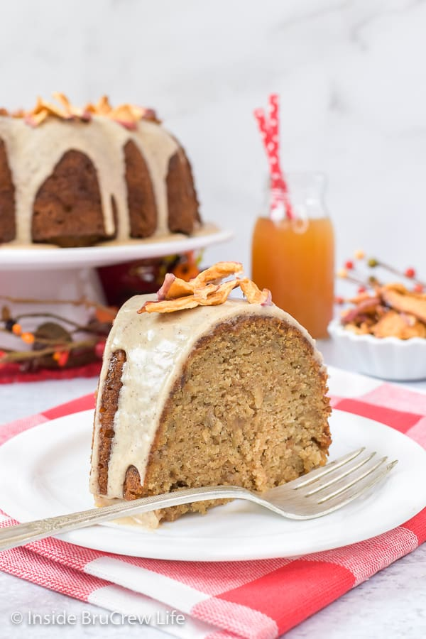 Toffee Apple Bundt Cake - a homemade spice cake with apples and toffee bits is a delicious fall dessert. Try this easy recipe for parties and events. #cake #bundtcake #apple #toffee #spicecake #homemade