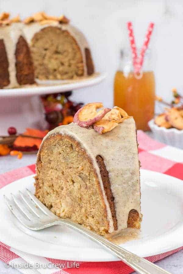 Toffee Apple Bundt Cake - this homemade spice cake is loaded with apples and toffee bits. Make this easy recipe and enjoy a bite of fall. #cake #bundtcake #apple #toffee #spicecake #homemade