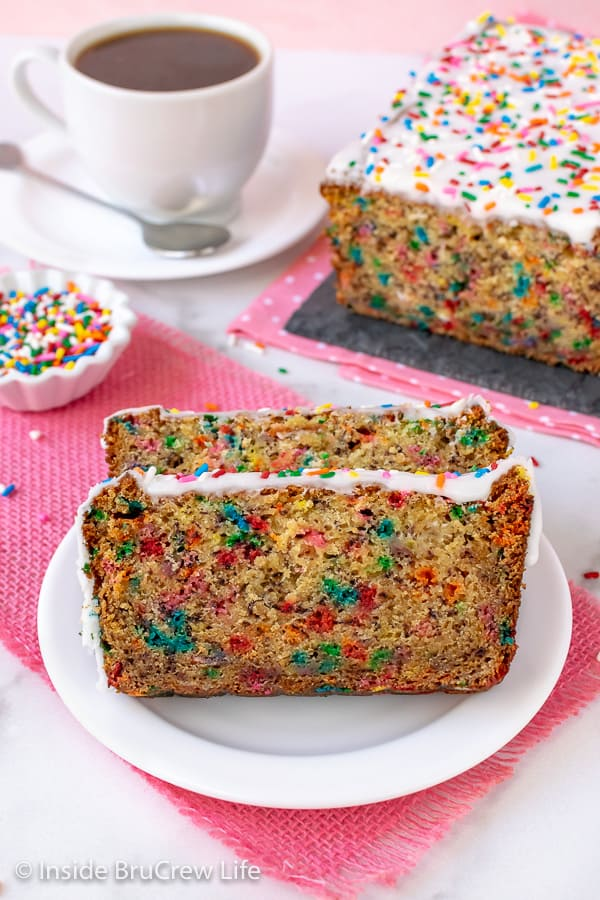 Funfetti Banana Bread - sprinkles and frosting make this easy banana bread so much fun to make and eat. Great recipe for ripe bananas. #banana #sweetbread #bananabread #funfetti #cakebatter #sprinkles