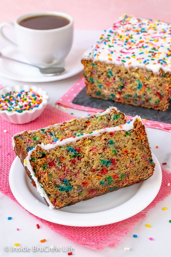 Funfetti Banana Bread - a sweet glaze and lots of sprinkles make this sweet bread a fun treat for any occasion. Great recipe for ripe bananas. #banana #sweetbread #bananabread #funfetti #cakebatter #sprinkles