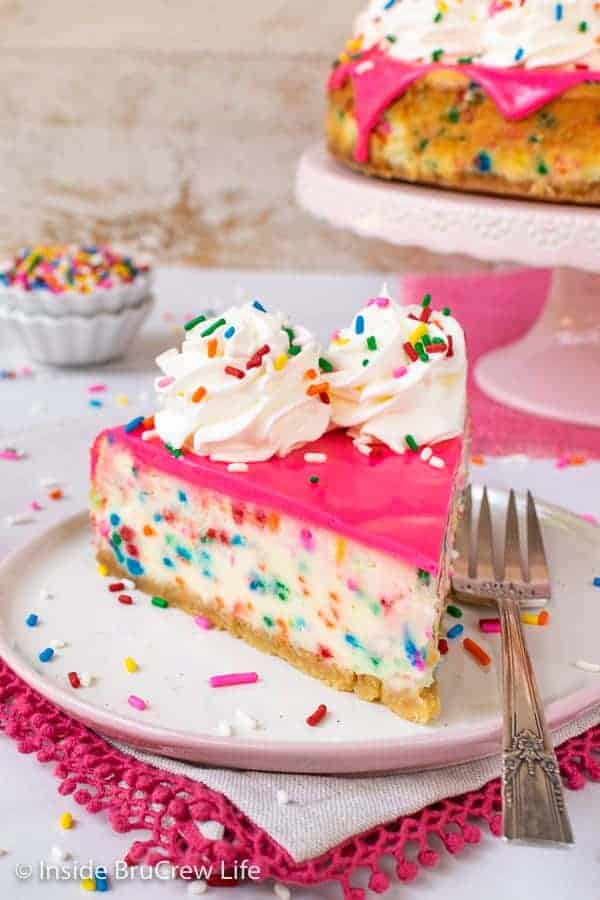 Funfetti Cheesecake - this creamy cheesecake is loaded with colorful sprinkles and tastes like cake batter. Make this fun recipe for any celebration. #cheesecake #funfetti #cakebatter #sprinkles
