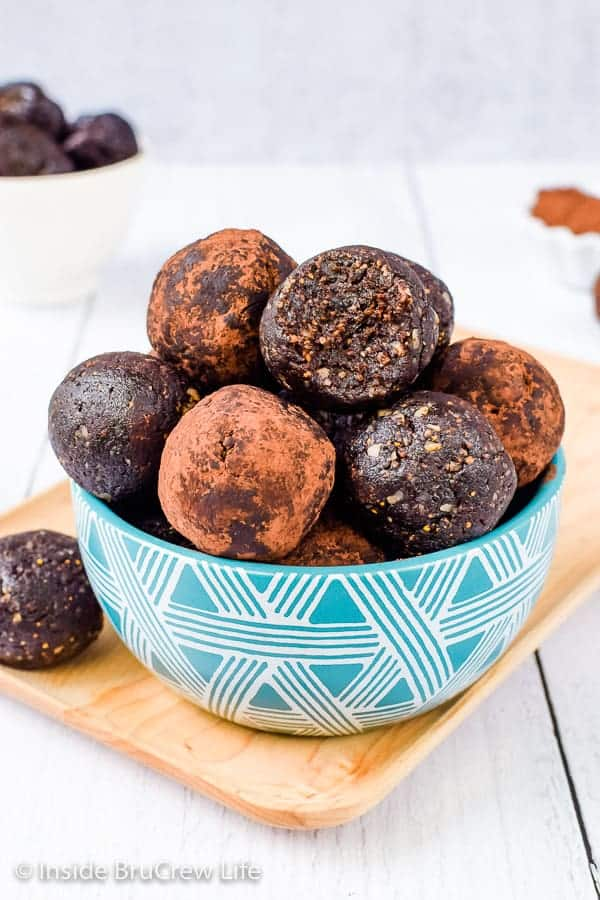 Healthy No Bake Brownie Bites - these sweet little chocolate energy bites are made with just a few natural ingredients. Make these gluten free, vegan treats when you are craving chocolate. #healthy #energybites #browniebites #nobake #chocolate #figbars #glutenfree #vegan #paleo #energyballs