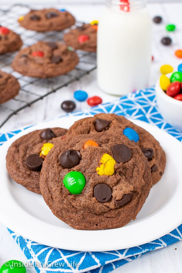 M&M Nutella Pudding Cookies - add candy and chocolate chips to these easy pudding cookies to make them taste amazing. Great recipe for dessert or bake sales. #cookies #nutella #puddingcookies #chocolate #candy #chocolatechipcookies