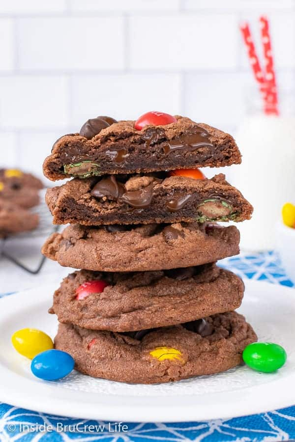 M&M Nutella Pudding Cookies - these soft pudding cookies are loaded with chocolate chips and colorful candies. Make this fun and easy recipe for your cookie jar this week. #cookies #nutella #puddingcookies #chocolate #candy #chocolatechipcookies