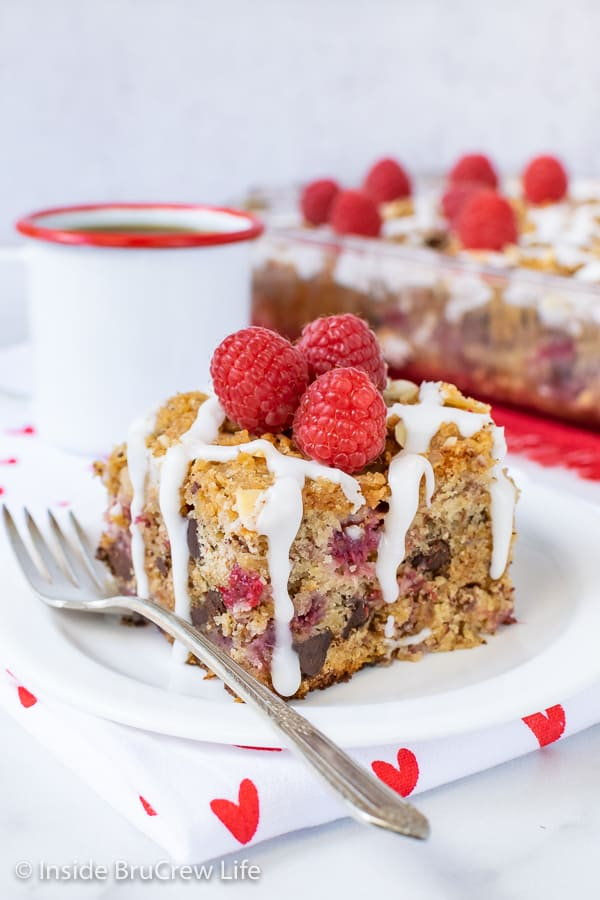 Chocolate Chip Raspberry Banana Coffee Cake - chocolate chips and fresh raspberries add a fun flavor to this banana coffee cake. Great recipe to make for breakfast or brunch!