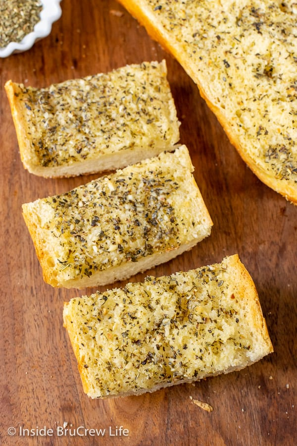 Easy Garlic Herb Bread - slices of hot crunchy garlic bread is the perfect addition to any meal. Make this easy recipe right before dinner or freeze it for later.