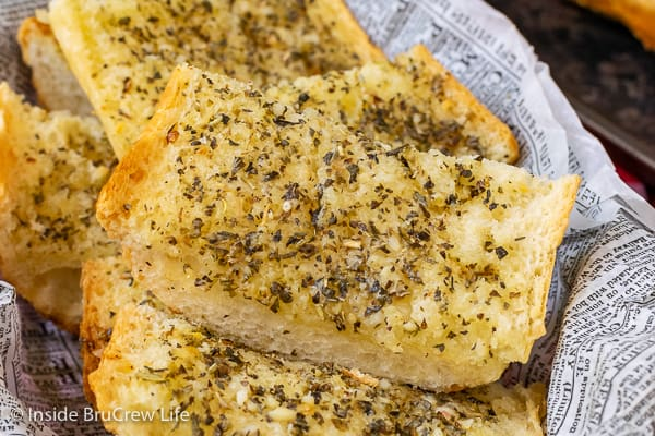 Easy Garlic Herb Bread - this easy garlic bread can be made right before dinner or frozen for later. It is an easy recipe that goes with every meal.