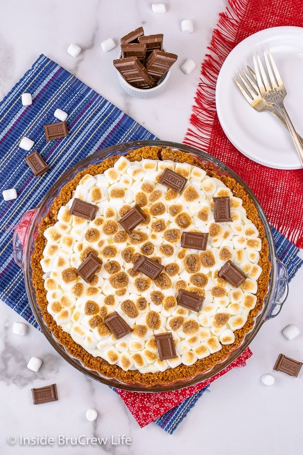 Overhead picture of a chocolate and marshmallow s'mores pie.
